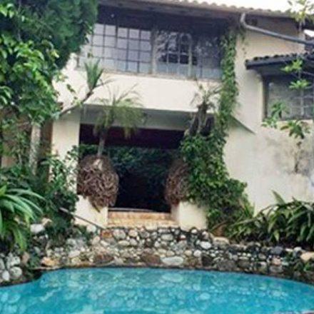 Justiça anula leilão de mansão de Clodovil em praia de Ubatuba