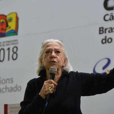 Fernanda Montenegro recebe alta de hospital no RJ