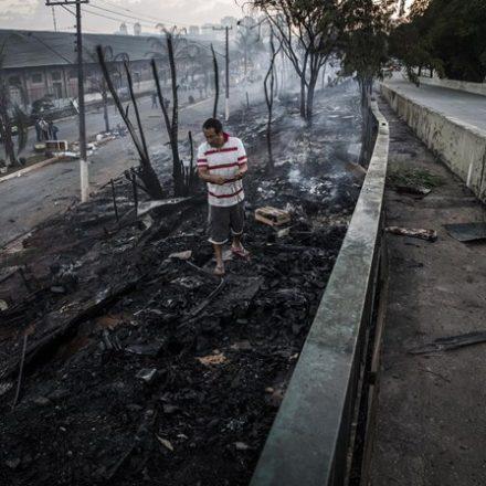 Prefeitura faz reintegração de posse após favela sofrer incêndio