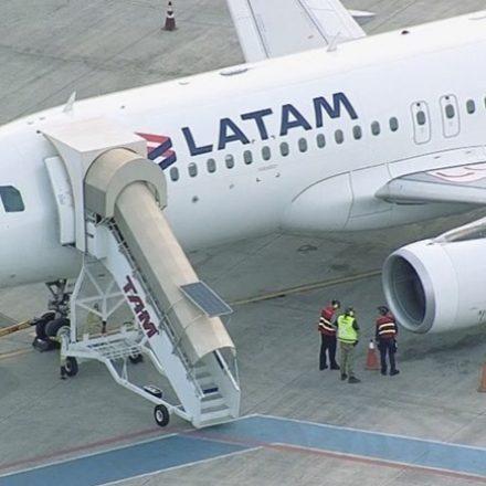 Avião faz pouso de emergência em Brasília