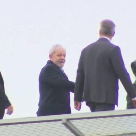 Lula deixa sede da PF em Curitiba e chega a SP para ir a velório de neto