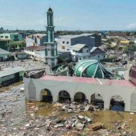 Inundações repentinas e deslizamentos deixam 58 mortos na Indonésia