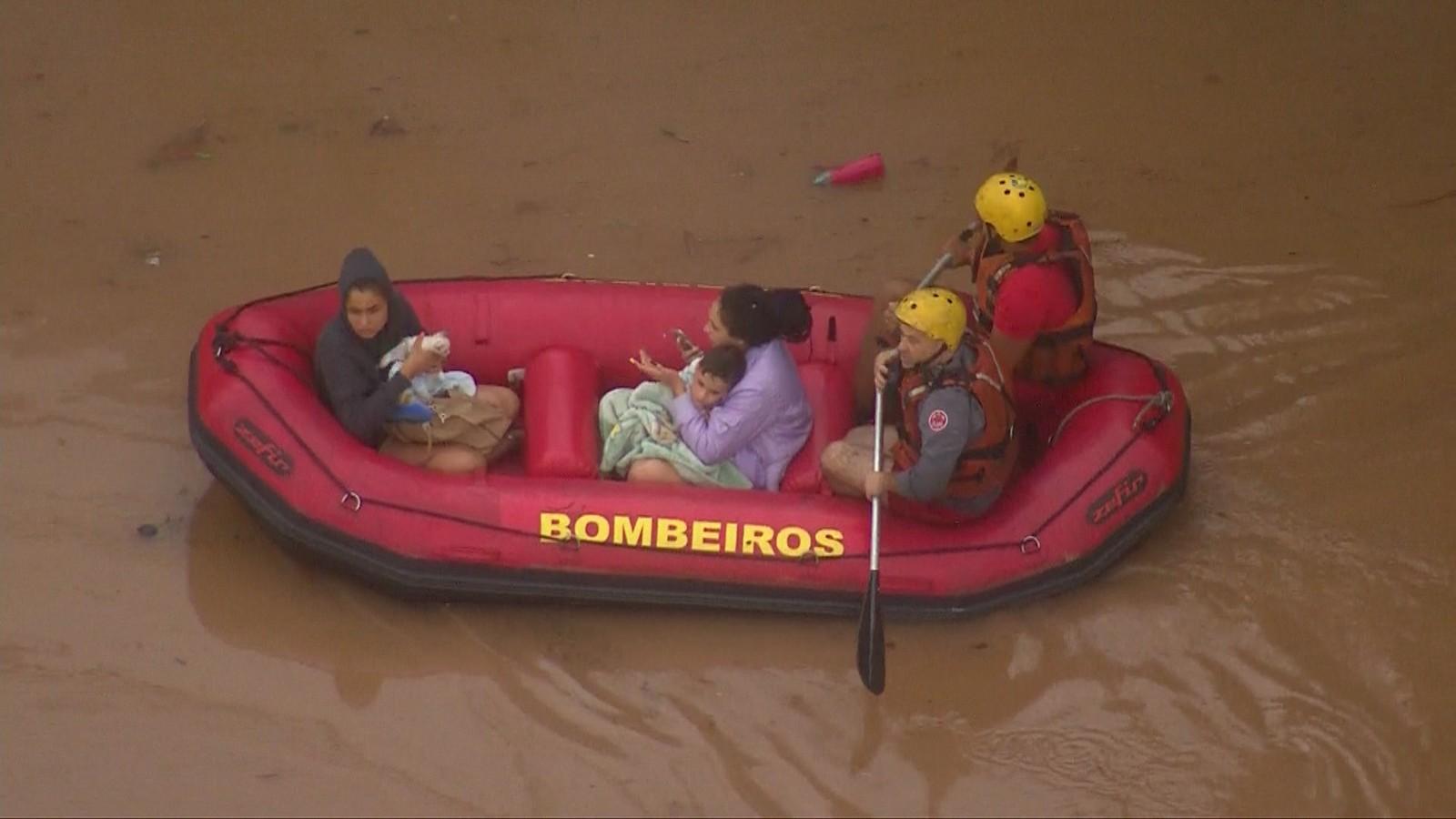 Forte chuva isola cidades e deixa oito mortos na Grande São Paulo