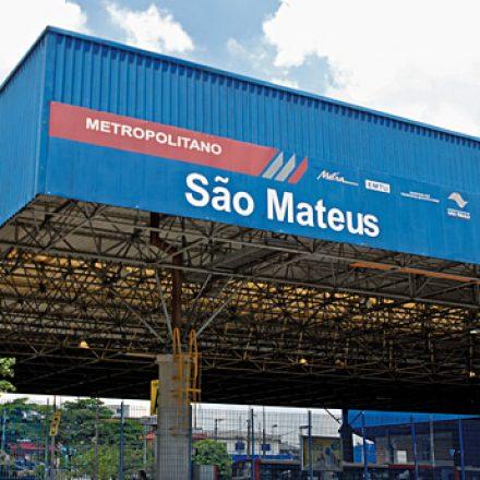 Passageiros recebem vacina contra febre amarela, hoje, no Terminal São Mateus