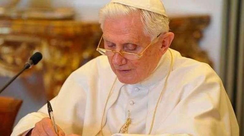 Bento XVI atribui escândalos de pedofilia à cultura dos anos 1960