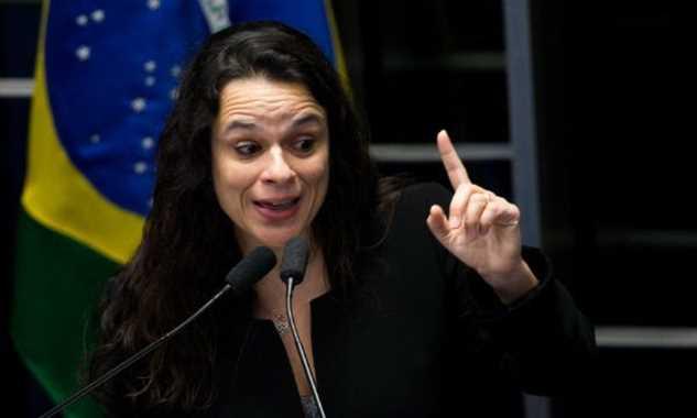 Deputada quer proibir festas 'open bar' em universidades paulistas