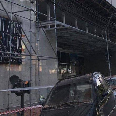 Fachada de teatro no centro de São Paulo desaba