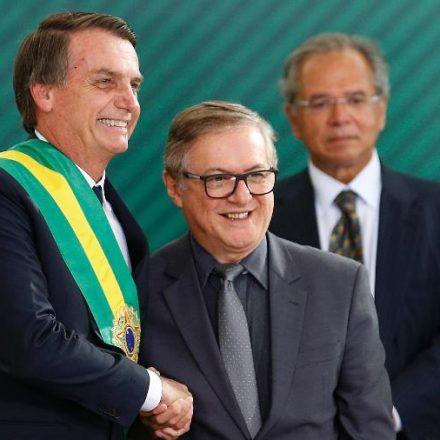 Bolsonaro diz que nomear Vélez como ministro foi um erro