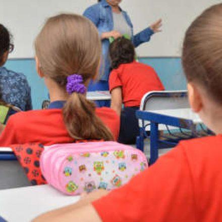 Apeoesp prepara abaixo-assinado contra alteração de calendário de férias escolares