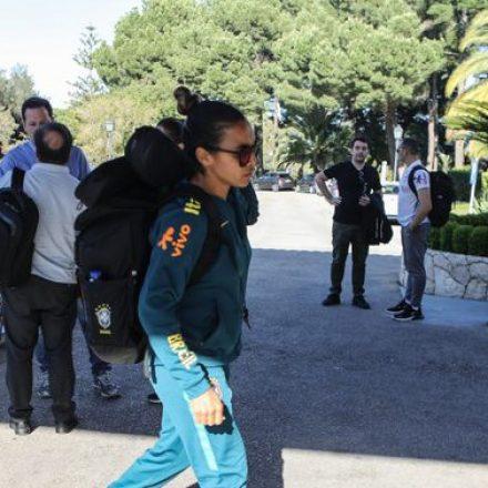 Seleção feminina de futebol chega a Portugal, onde treina para Copa da França
