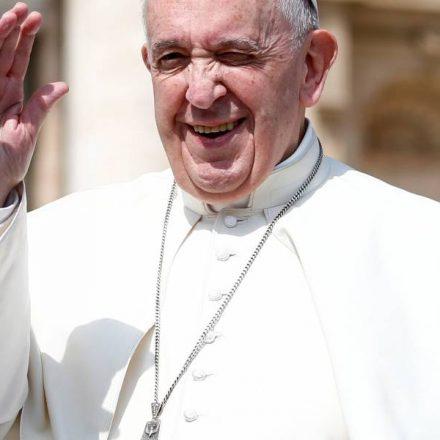 'Violência nas redes destrói as pessoas', diz Papa