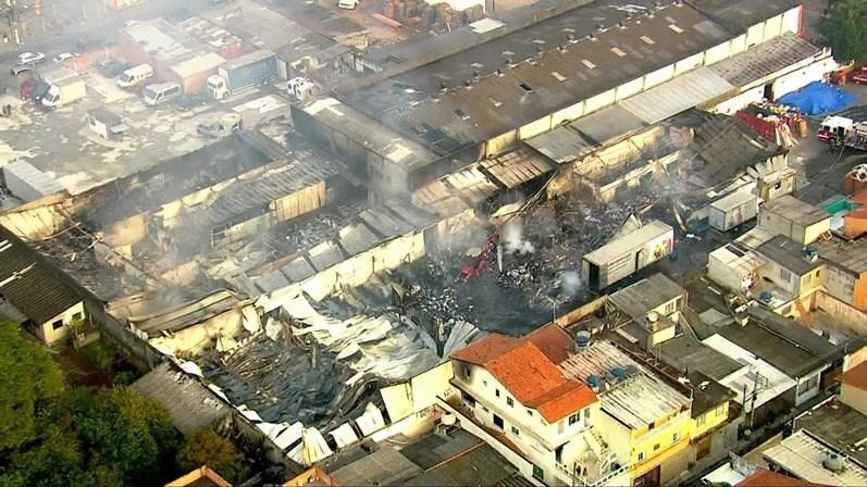 Incêndio atinge depósito das Casas André Luís