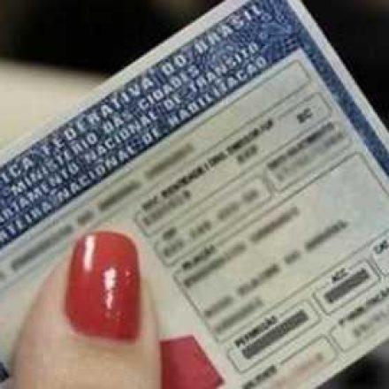 Projeto do governo dobra validade da CNH e número de pontos para cassação