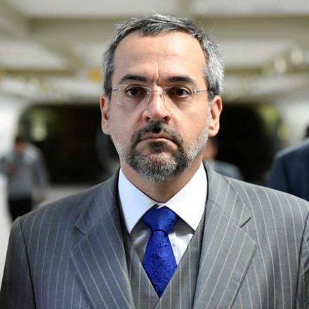Ministro da Educação escreve tuíte polêmico sobre caso do militar preso