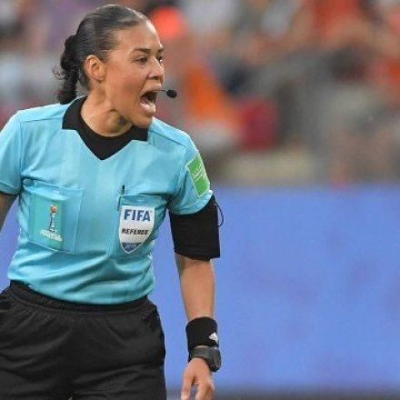Trio brasileiro vai apitar a semifinal entre Inglaterra e EUA na Copa do Mundo Feminina