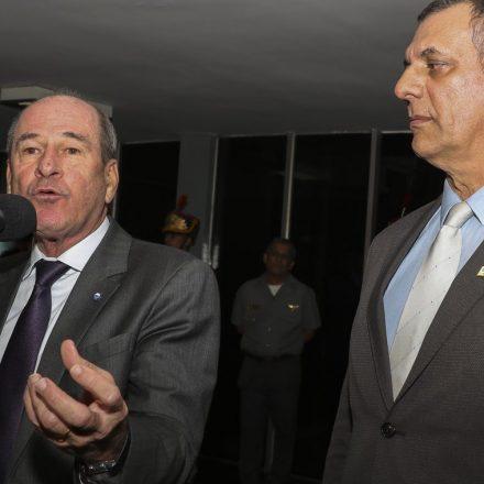 Situação na Amazônia não está fora de controle, diz ministro da Defesa.