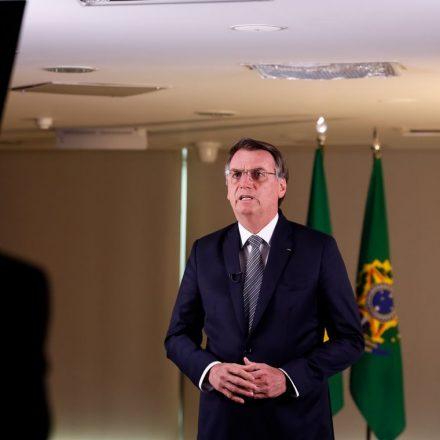 Bolsonaro diz que incêndios não podem gerar sanções ao Brasil.