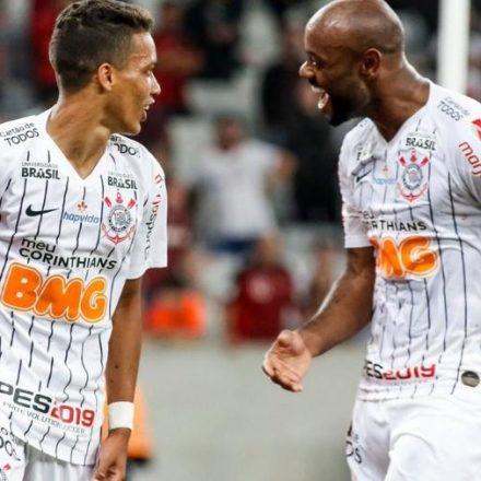 Corinthians pega o Goiás em jogo atrasado da 7ª rodada do Campeonato Brasileiro.