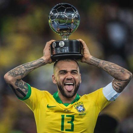São Paulo anuncia a contratação de Daniel Alves