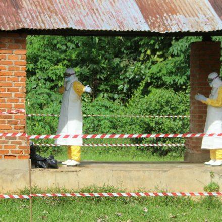 Unicef alerta que crianças no Congo ficaram órfãs devido ao ebola.