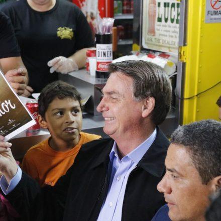 Bolsonaro diz que Brasil vai vencer a crise econômica mundial.