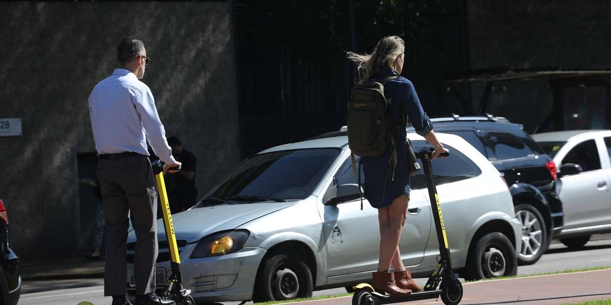 Patinete elétrico é proibido para menores de 18 anos e terá de ser estacionado em bolsões em São Paulo.