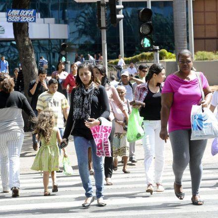Estimativa da população do Brasil passa de 210 milhões, diz IBGE.