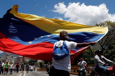 EUA querem saída de Maduro e Juan Guaidó diz que regime se contradiz.