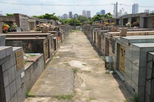 Covas sanciona lei que permite concessão dos 22 cemitérios públicos de SP