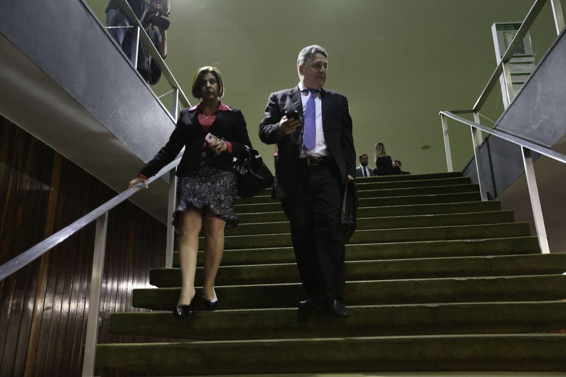 MP prende Garotinho e Rosinha, ex-governadores do Rio.