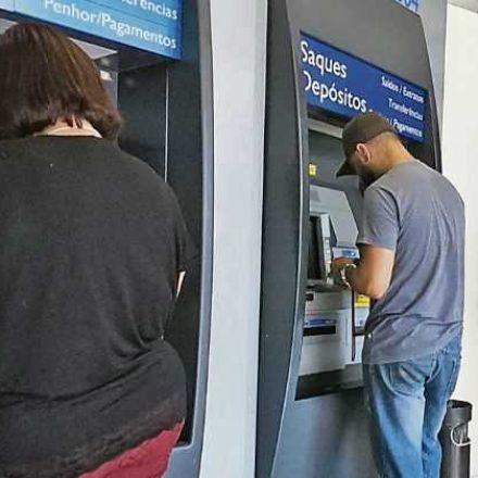 Correntistas da Caixa enfrentam problemas para sacar o FGTS