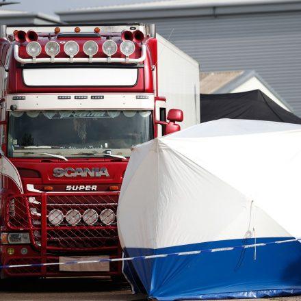 Caminhão é encontrado no Reino Unido com 39 pessoas mortas