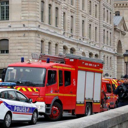 Homem armado com faca mata 4 policiais em delegacia de Paris
