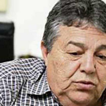 Presidente do São Caetano pede afastamento do cargo