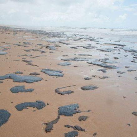 Navio grego pode ter causado manchas de óleo no Nordeste