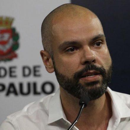 Após exames, médicos decidem manter Bruno Covas internado