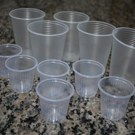 Lei que proíbe copo e talher de plástico é aprovada na Câmara