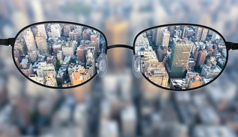 Casos de miopia crescem com uso de celulares e computadores