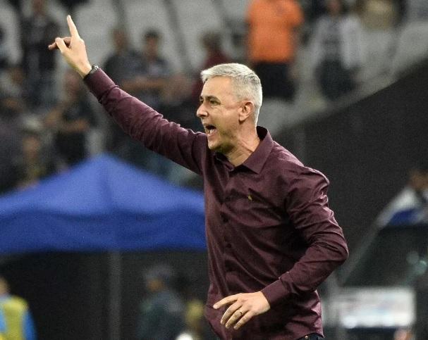 Corinthians confirma contratação do técnico Tiago Nunes