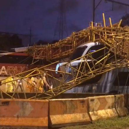Prefeitura vai apurar responsáveis por queda de passarela na Marginal Tietê