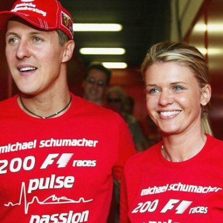 Esposa de Schumacher dá rara informação sobre o estado de saúde do ex-piloto