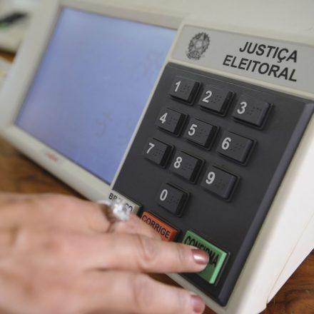 Testes em urnas eletrônicas encontram falhas mínimas, diz TSE