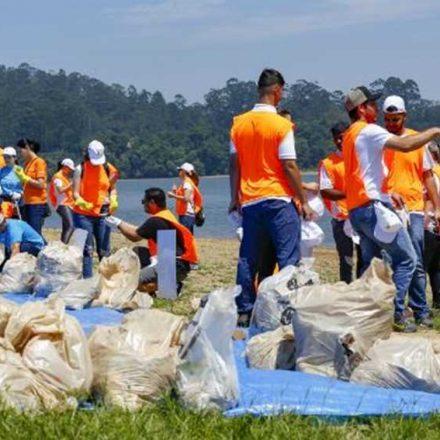 Voluntários retiram 780 quilos de lixo da Represa Billings