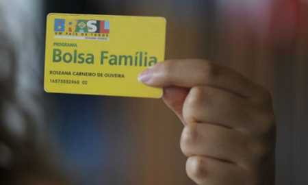 Congresso prorroga vigência de MP que institui 13º para Bolsa Família
