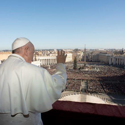 Papa defende menos celular e mais conversa em família