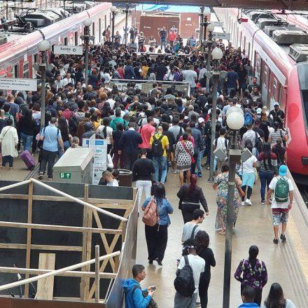 PM de folga vai fazer bico de segurança em estações de trem em SP