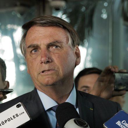 Bolsonaro volta a defender isenção de pedágio para moto