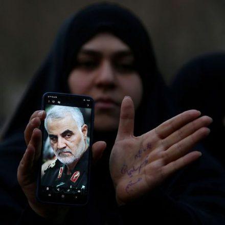 Milhares de pessoas foram a funeral de general iraniano