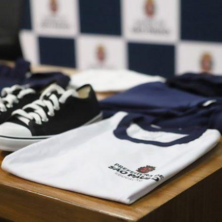 Pais usarão aplicativo para comprar uniformes