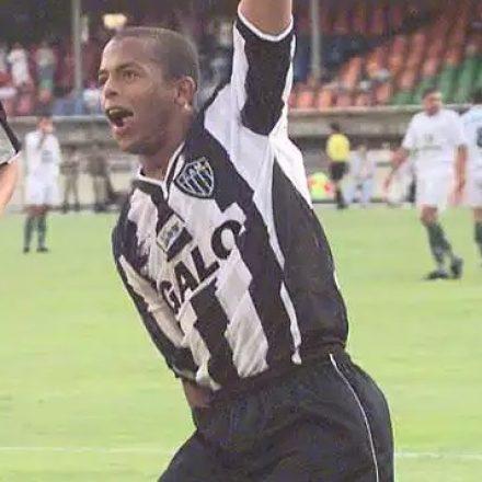 Ex-atacante do Atlético-MG e Palmeiras, André Neles morre aos 42 anos